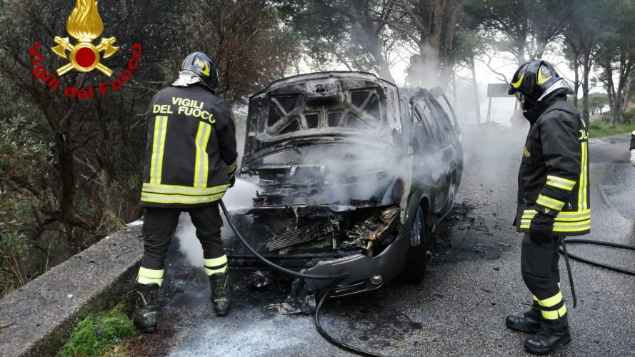 auto in fiamme a messina