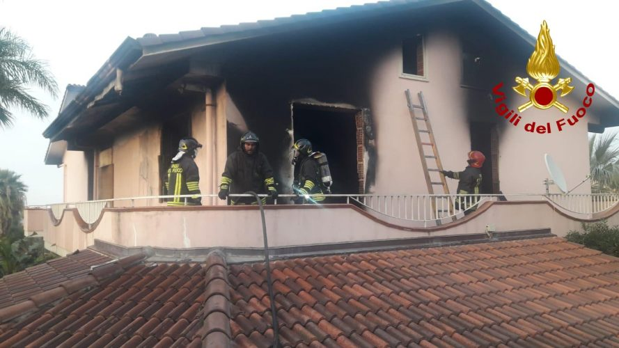incendio in una villetta a barcellona