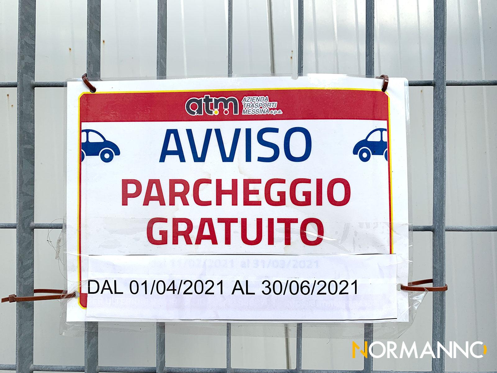foto del cartello affisso al fosso per il parcheggio a pagamento gratis a messina