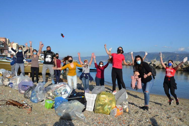 pulizia spiagge di messina con messinattiva