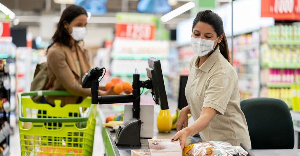 foto della cassa di un supermercato