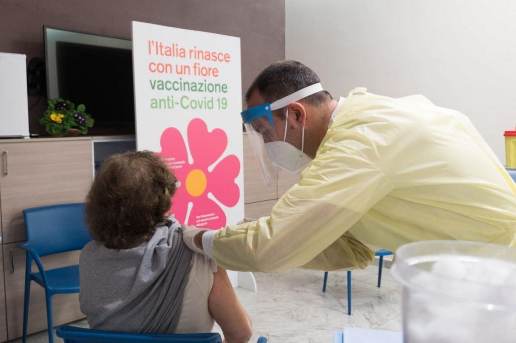 sicilia vaccino covid over 65