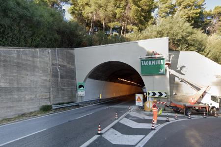 Galleria capo pietra, autostrada a18 messina-catania