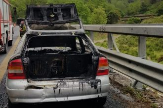 auto in fiamme messina palermo autostrada