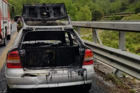 auto in fiamme messina palermo autostrada