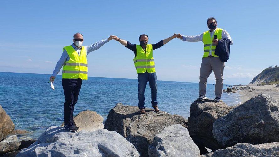 erosione costiera a messina, Cateno de luca e gli assessori Francesco Caminiti e Massimo Minutoli a Santo Saba
