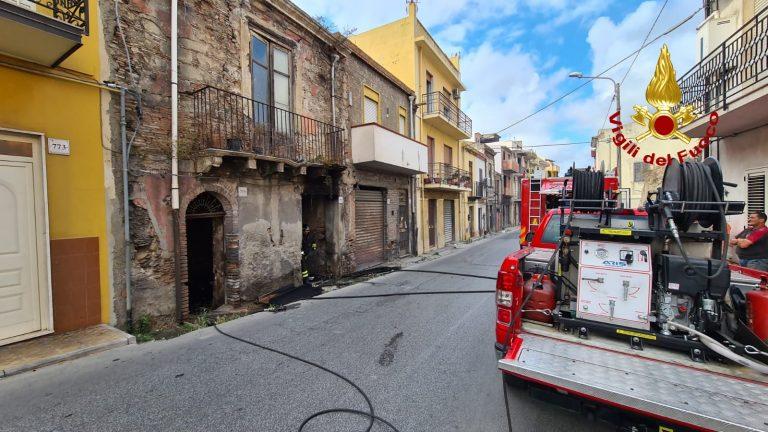 incendio abitazione a barcellona pozzo di gotto in provincia di messina