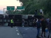 incidente sull'autostrada a18 messina-catania, tir ribaltato vicino giarre
