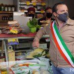 Cateno de luca sindaco di messina al nuovo mercato zaera
