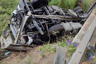 tir ribaltato in autostrada a20 messina-palermo