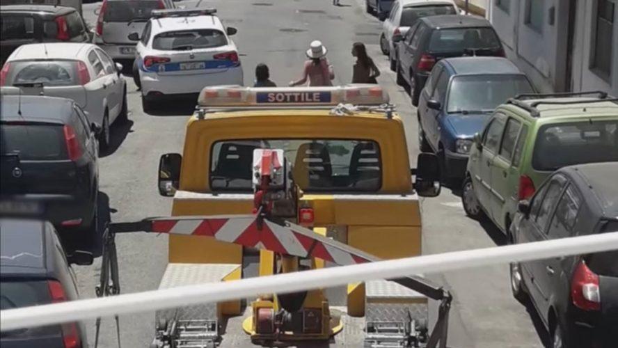 traffico, macchine in divieto di sosta e multe a torre faro
