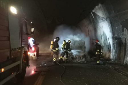 auto in fiamme nella galleria telegrafo sull'autostrada a20 di messina