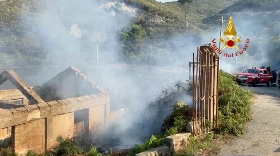 incendio a campo italia, messina