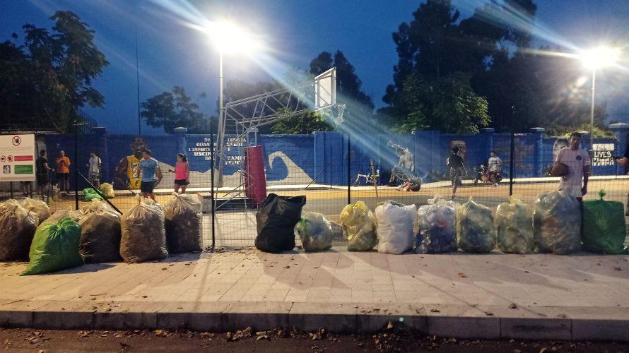 raccolta rifiuti al campo libero george floyd