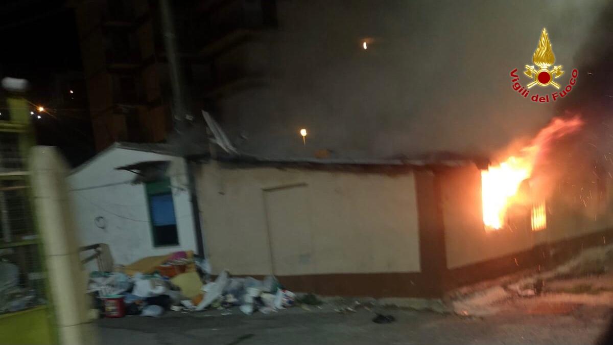 incendio in una baracca di viale giostra