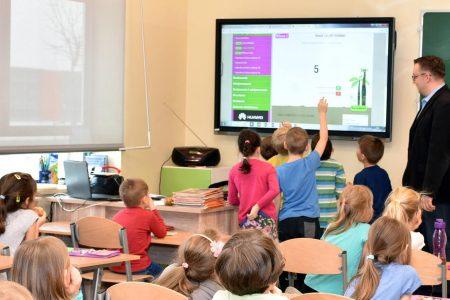 digitalizzazione scuola, monitor interattivo